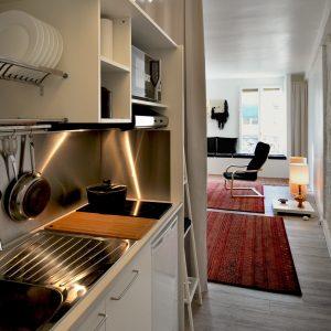 cucina armadio compact 216 composta dalla compact 154 + la colonna larga 60cm  Ampliabile o riducibile alla larghezza di interesse e con gli elementi /elettrodomestici di  necessità, senza limiti di dimensioni , di inserimenti e di finiture