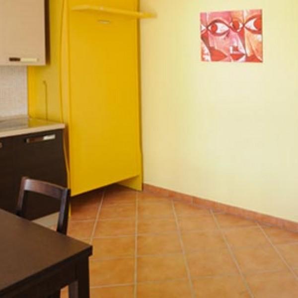 guarda le foto inviate dal cliente della consolle bed in tinta con la parete posteriore di fissaggio