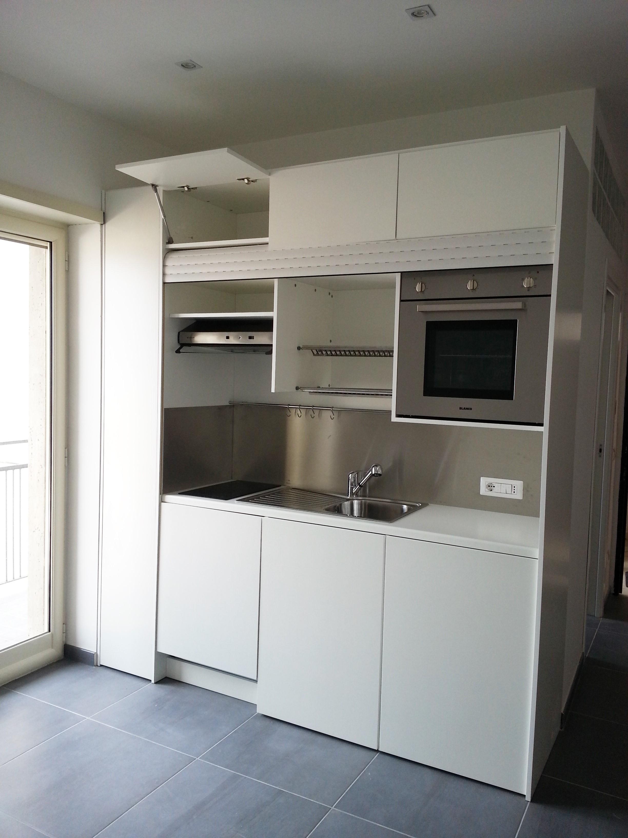 Cucina completa di tutto lavastoviglia forno in armadio compact art ...