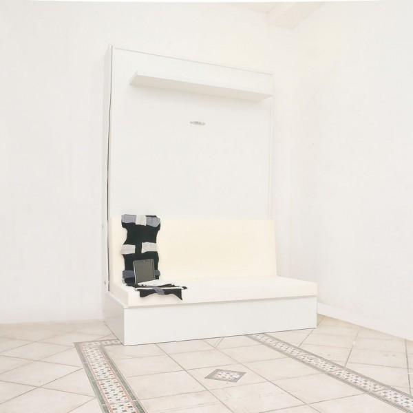 letto a parete con divano