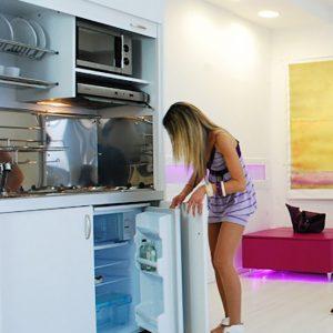 Cucina salvaspazio con frigo mini cucina chiudibile