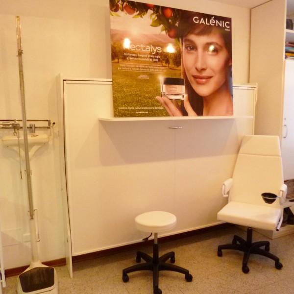 letto salvaspazio a parete fotografatoci dalla farmacia cantù
