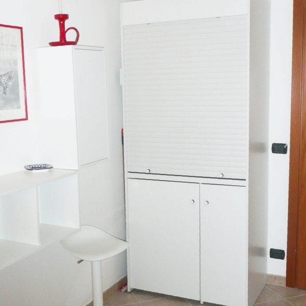 cucina armadio 94, vista chiusa con serranda