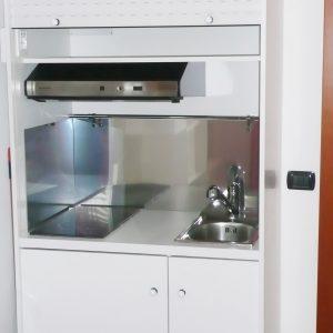 cucina armadio larga 94 centimetri, vista della cucina aperta