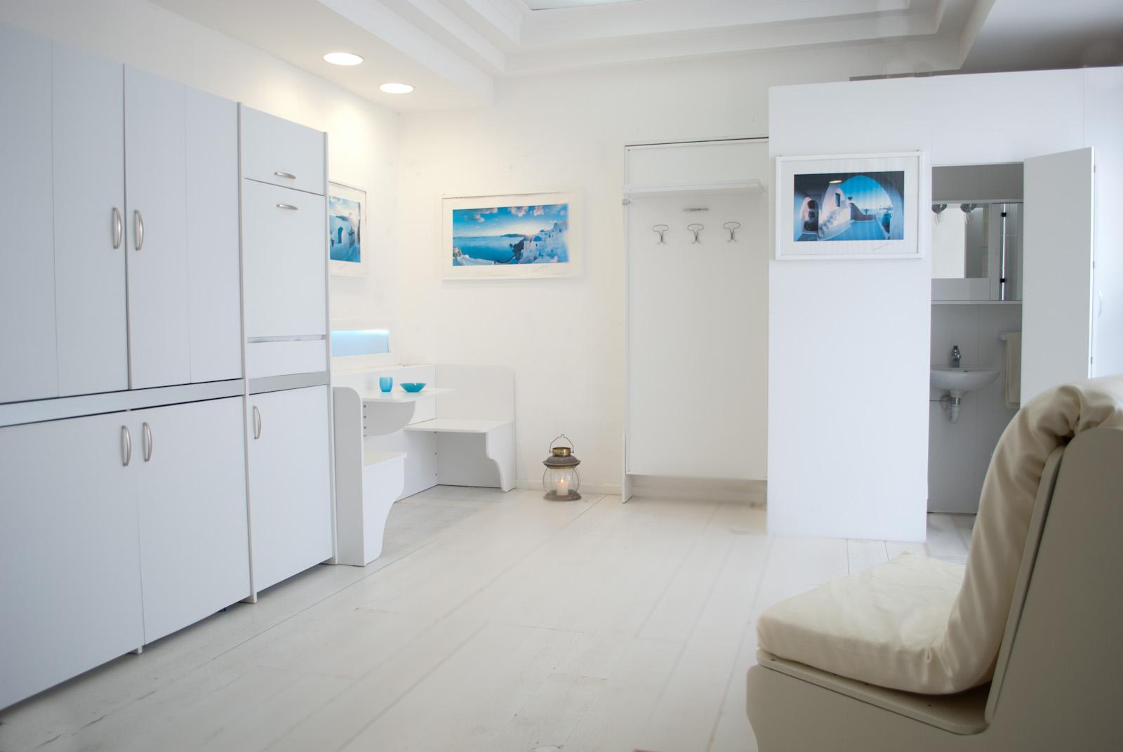 Cucina salvaspazio armadio 186 abbinata ai letti a parete for Letti chiudibili a parete