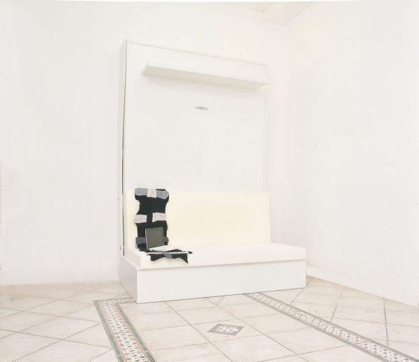 letto richiudibile a parete completo del divano