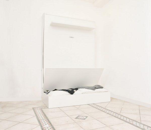 dettagli del divano del letto a parete