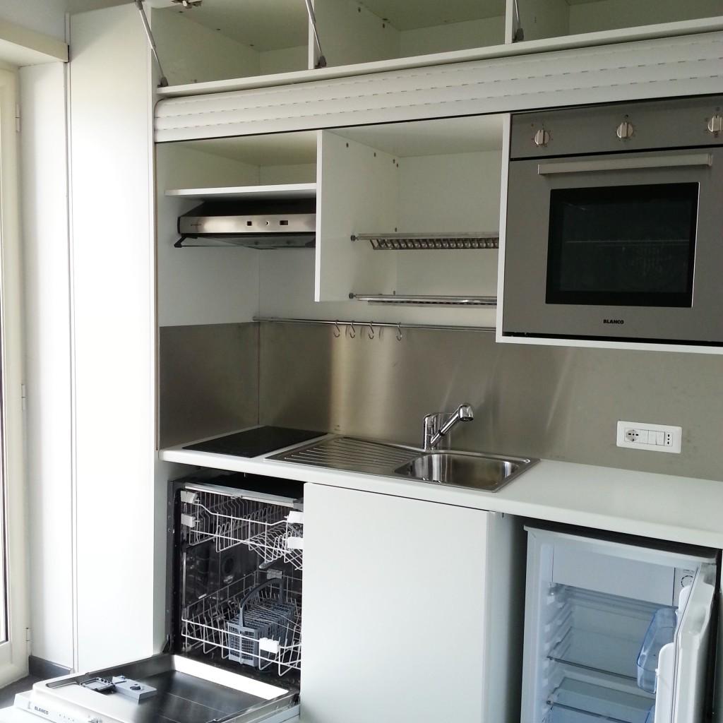 Cucina completa di tutto lavastoviglia forno in armadio for Cucine complete