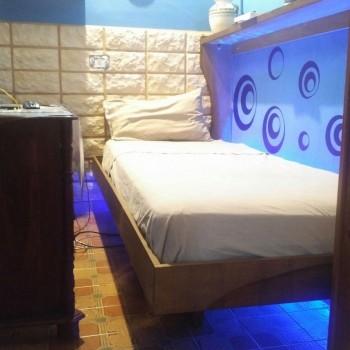 letto a parete con il piede d'appoggio interno, per la sicurezza e la facilità di movimento nelle ore NIGHT&DAY
